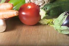 Vegetais na tabela de madeira Imagens de Stock