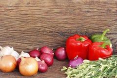 Vegetais na tabela de madeira Fotografia de Stock