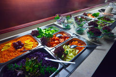 Vegetais nas bandejas foto de stock royalty free