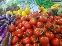 Vegetais orgânicos frescos em um mercado fotografia de stock