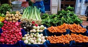 Vegetais orgânicos frescos em um mercado de rua Foto de Stock Royalty Free
