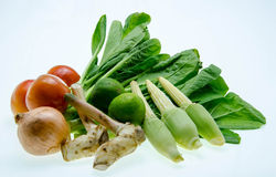 Vegetais orgânicos frescos isolados em um fundo branco Fotografia de Stock Royalty Free