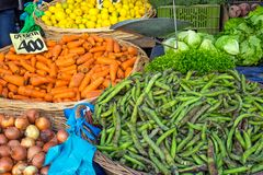 Vegetais para a venda em um mercado Fotografia de Stock