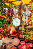 Vegetais para a venda em um mercado italiano foto de stock royalty free