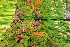 Vegetais para a venda em uma mercearia Fotos de Stock