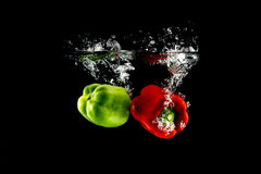 Vegetais que caem dentro para molhar Imagens de Stock Royalty Free