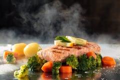 Vegetais Salmon e cozinhados Fotografia de Stock