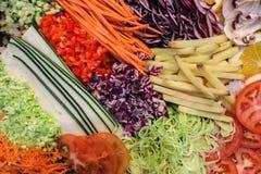 Vegetais shredded crus diferentes como exemplo de uma dieta saudável Foto de Stock