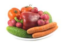 Vegetais sortidos isolados sobre o close up branco Fotos de Stock Royalty Free