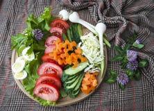 Vegetais sortidos no fundo de matéria têxtil, alimento do vegetariano Imagens de Stock