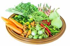 Vegetais tailandeses em uma bandeja de madeira Imagens de Stock Royalty Free