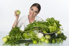 Vegetais verdes da mulher Foto de Stock Royalty Free