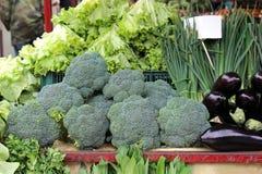 Vegetais verdes dos brócolis no mercado Imagens de Stock Royalty Free