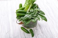 Vegetais verdes em uma cesta Imagens de Stock Royalty Free
