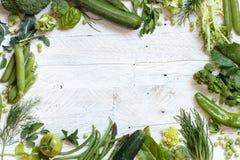 Vegetais verdes em uma tabela de madeira Imagem de Stock Royalty Free