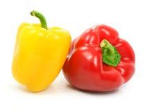 Vegetais vermelhos e amarelos da pimenta isolados fotos de stock