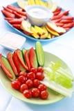 Vegetal cru e frutas com mergulho Imagem de Stock Royalty Free