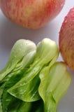 Vegetal e duas maçãs Fotografia de Stock