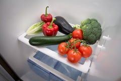Vegetal em um refrigerador vazio Imagens de Stock