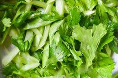 Vegetal fresco do aipo - folhas do fundo da fatia do aipo para o alimento natural fotografia de stock