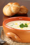 _vegetal poner crema sopa Fotografía de archivo
