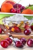 vegetarian салата фарфора померанцев виноградин плодоовощ еды Стоковые Фотографии RF
