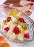 vegetarian салата фарфора померанцев виноградин плодоовощ еды Стоковое Фото