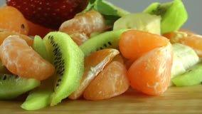 vegetarian салата фарфора померанцев виноградин плодоовощ еды сток-видео