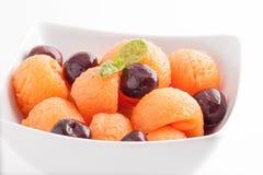 vegetarian салата фарфора померанцев виноградин плодоовощ еды стоковая фотография rf
