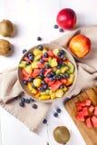 vegetarian салата фарфора померанцев виноградин плодоовощ еды Стоковая Фотография