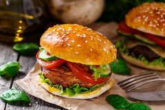 Vegetarian burger with grilled champignon Royalty Free Stock Photos
