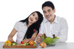 Vegetarian couple with fresh vegetables Royalty Free Stock Photography