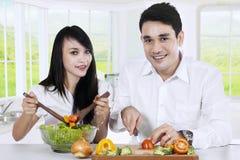 Vegetarian couple preparing healthy food Royalty Free Stock Images