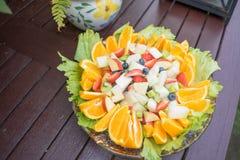 vegetarian för sallad för porslin för apelsiner för matfruktdruvor Arkivbild