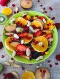 vegetarian för sallad för porslin för apelsiner för matfruktdruvor royaltyfri fotografi