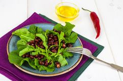 Vegetarian salad of red beans and arugula stock photography