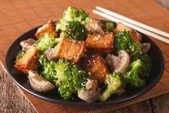 Vegetarian Stir Fry: tofu with broccoli, mushrooms and sesame cl Royalty Free Stock Image