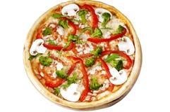 Pizza con i funghi, pepe, pomodori, broccolo. Fotografie Stock