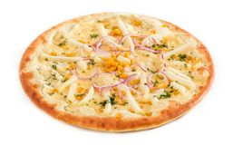Vegetariano de la pizza con los tomates, las pimientas rojas y las setas aislados en blanco imágenes de archivo libres de regalías