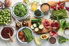 Vegetariano estacional, vegano que cocina los ingredientes imagen de archivo libre de regalías