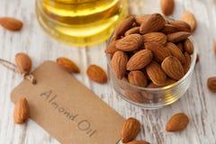Vegetariano sano orgánico del vegano de la nuez del aceite de almendra sano Imagen de archivo
