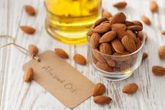 Vegetariano sano orgánico del vegano de la nuez del aceite de almendra sano Fotos de archivo libres de regalías
