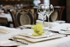 Vegetarisch creatief voedsel in luxueus restaurant Royalty-vrije Stock Fotografie