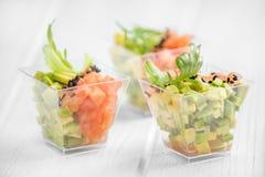 Vegetarisch voorgerecht met avocado en tomaat Close-up Concept voor voedsel, dieet, gezond voedsel, restaurant en catering stock fotografie
