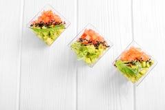 Vegetarisch voorgerecht met avocado en tomaat Hoogste mening Concept voor voedsel, dieet, gezond voedsel, restaurant en catering stock afbeelding
