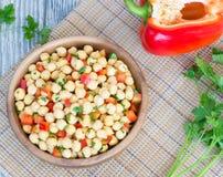 De salade en de groene paprika van de kikkererwt Stock Afbeelding