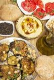 Vegetarische maaltijd met hummus royalty-vrije stock afbeelding
