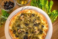 Vegetarische Manakish-pizza stock afbeeldingen