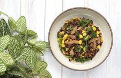 Vegetarische Nahrung, organischer gebratener Reis, riceberry, Zuckermais, Chinese stockbilder