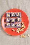 Vegetarische purpurrote Süßigkeiten lizenzfreie stockfotos